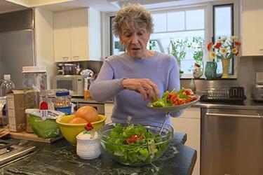 """Thumbnail image for """"Cómo obtener los Nutrientes Adecuados durante el Tratamiento del Cáncer"""""""