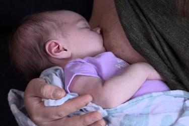 """Thumbnail image for """"¿Su bebé esta tomando lo suficiente de leche materna?"""""""