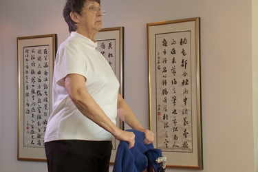 """Thumbnail image for """"Recuperación del Reemplazo de Articulación: Guía de Actividades"""""""